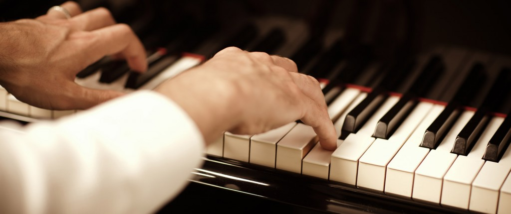 Adult-Piano-Lessons-to-Learn-the-Piano-1024x430